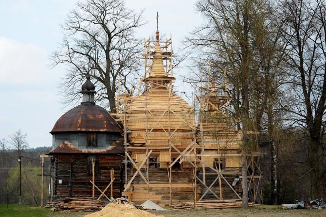 Prace konserwatorskie przy cerkwi w Nowym Bruśnie, fot. facebook.com/cerkiewbrusno