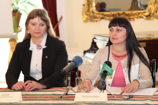 Wojewoda podkarpacki Małgorzata Chomycz-Śmigielska (z prawej) i Grażyna Stojak, podkarpacki konserwator zabytków.